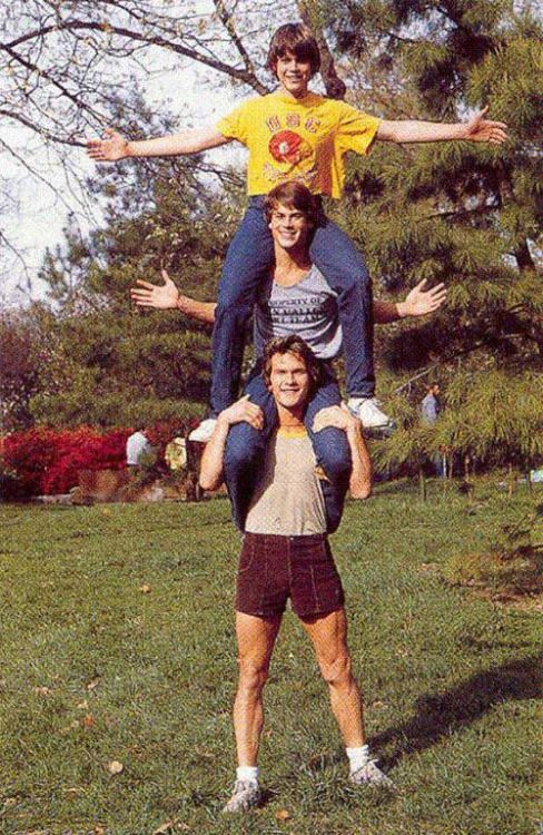 Patrick Swayze, Rob Lowe and C. Thomas Howell on the set of The Outsiders 1982