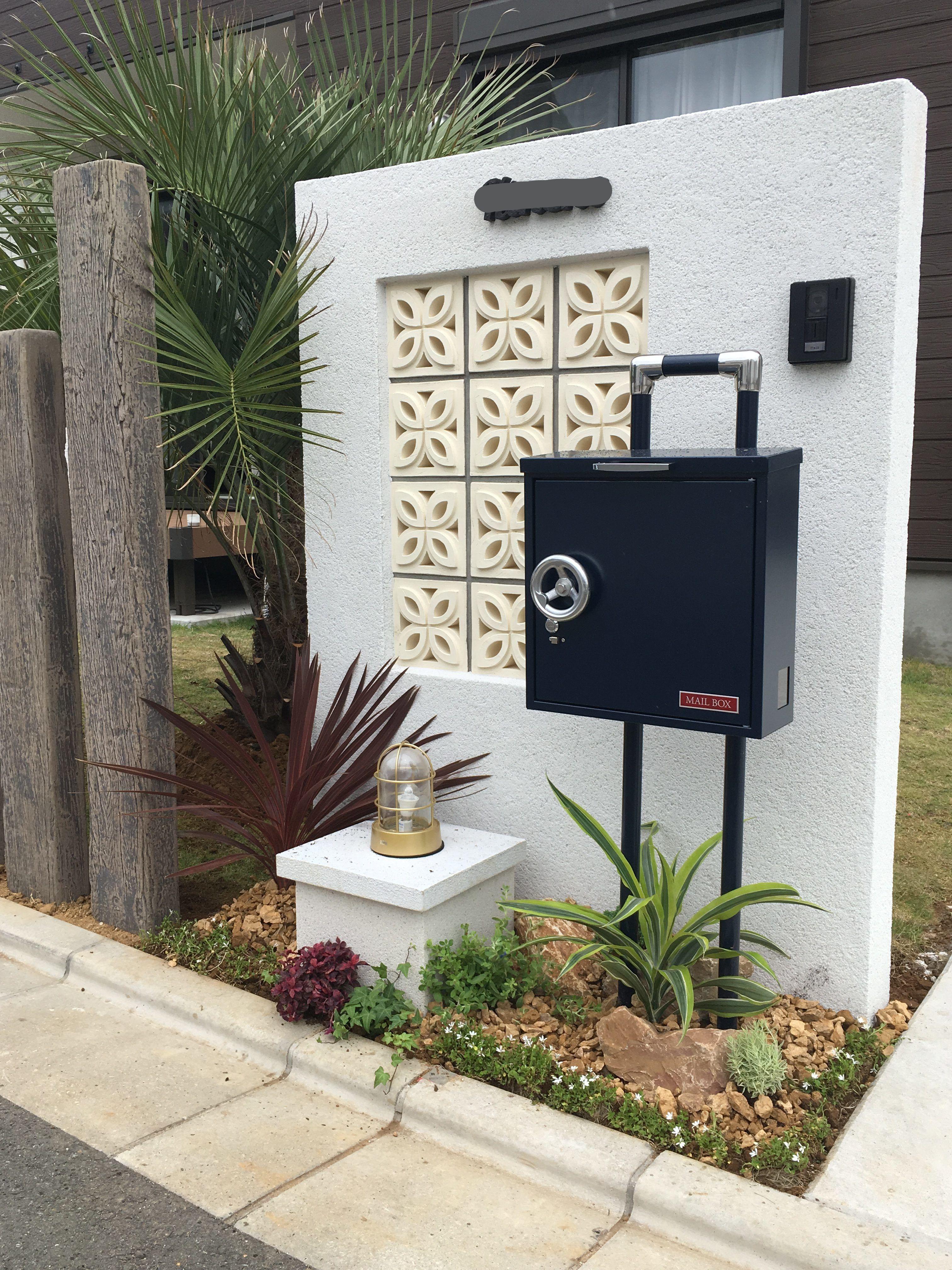 外構 門塀 南国 カリフォルニア 塗り壁 お花ブロック ポスト
