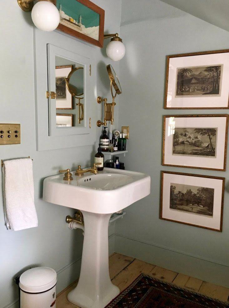 small farmhouse bathroom sink