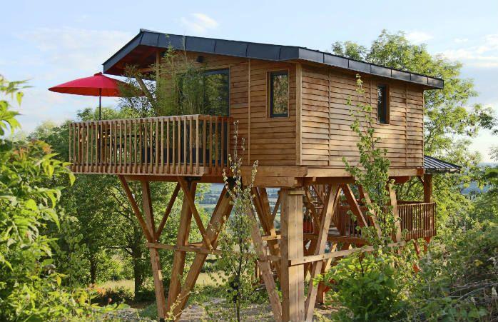 Les Plus Beaux Hotels Avec Jacuzzi Privatif En France Cabane Sur Pilotis Pre Vert Belles Cabanes