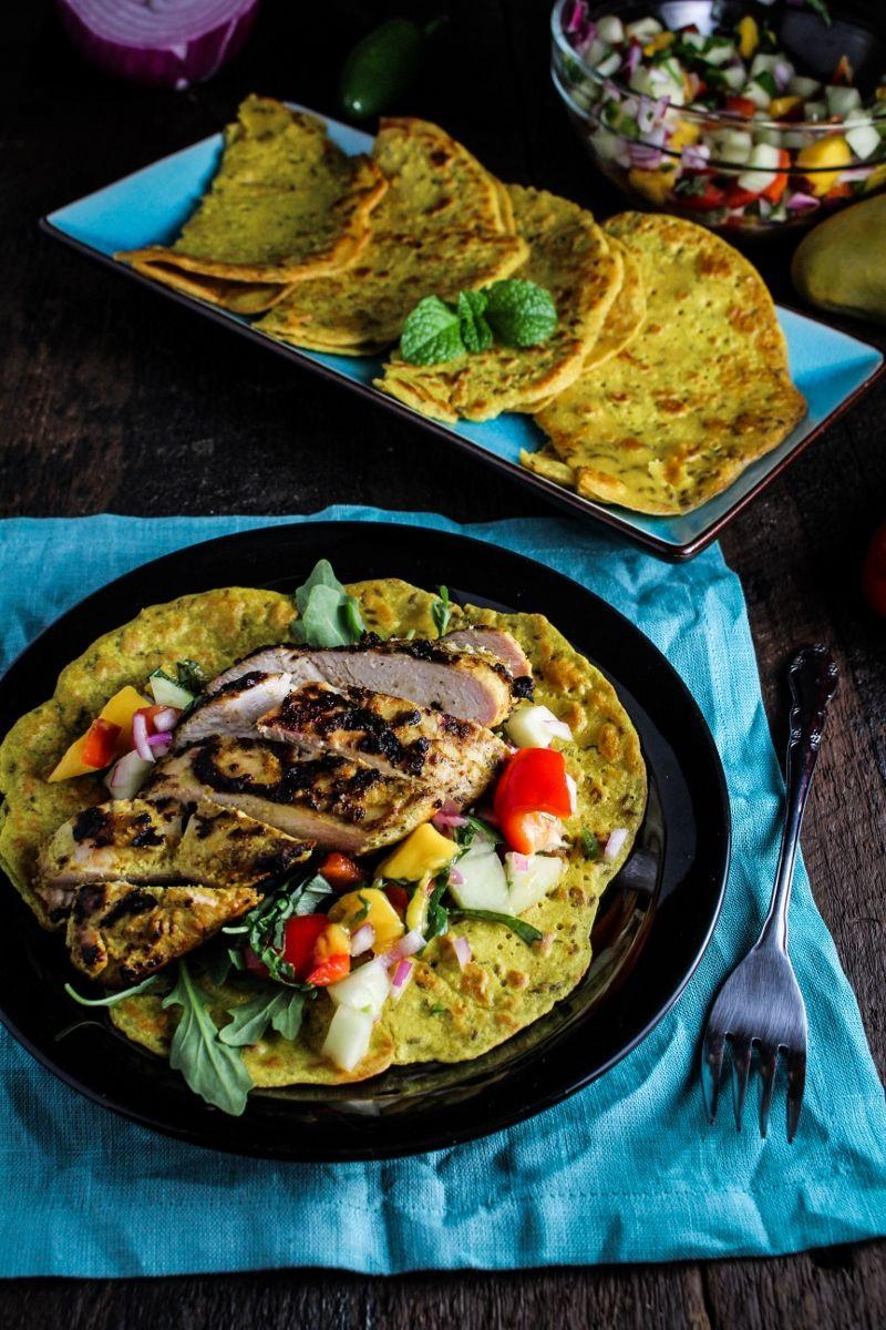 Photo of Objectifs mensuels de mise en forme: juin // Crêpes aux pois chiches avec poulet grillé au curry et salsa à la mangue – Katie à la porte de la cuisine