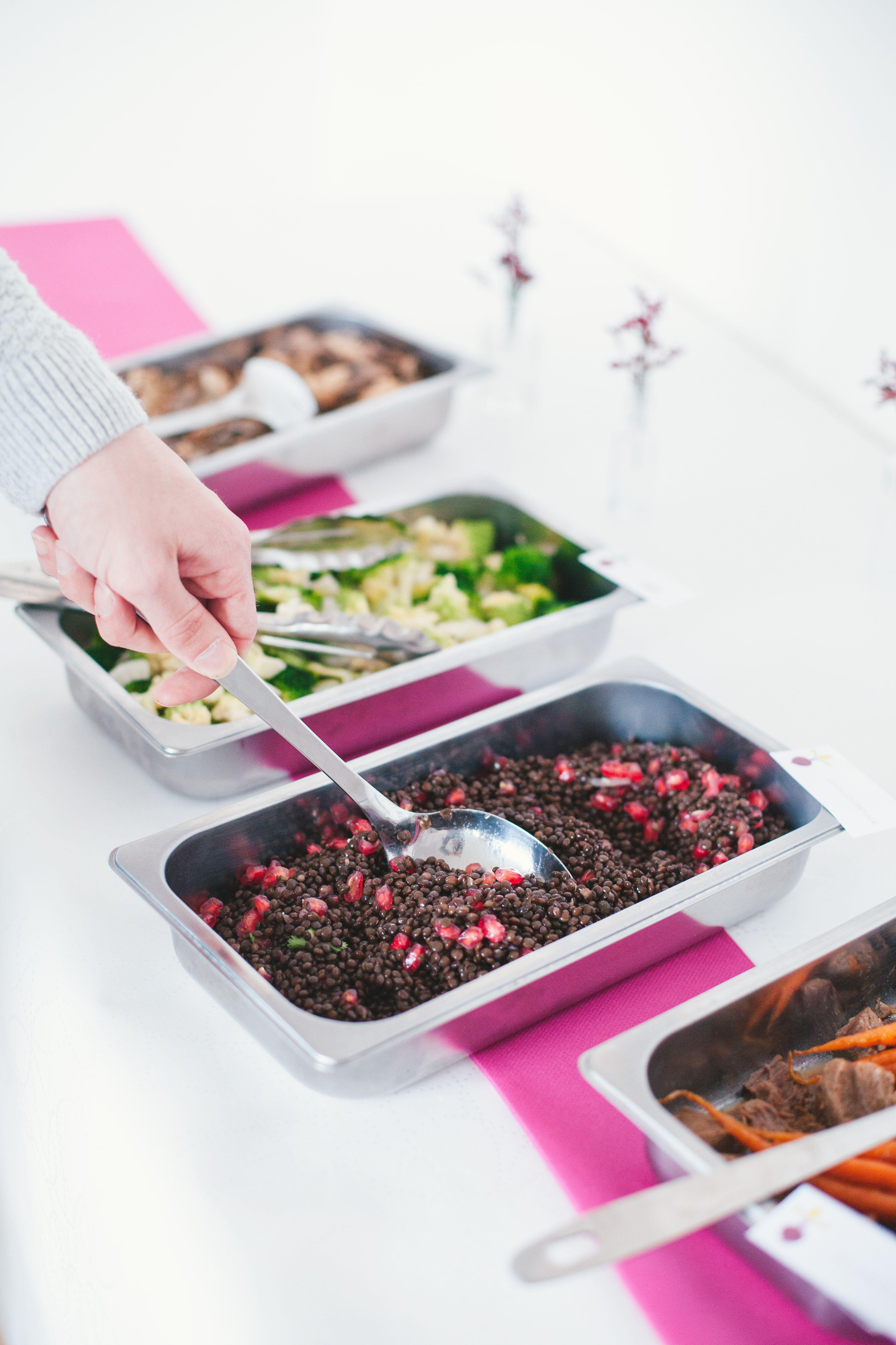 Buffet - épuré - rose - légumes - plats à partager - Paris - traiteur - chef à domicile