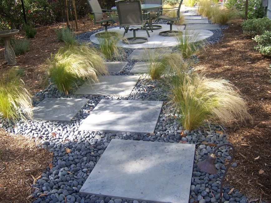 Concrete stepping stones with mexican beach pebbles and for Beach rocks for landscaping