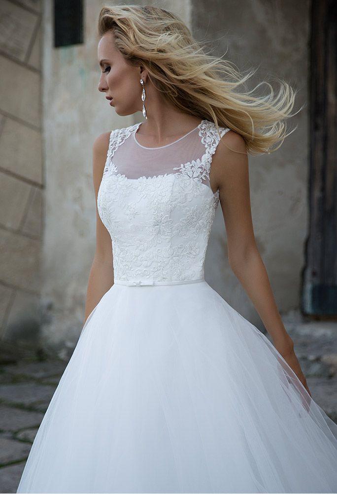 6397932ac9 Pin szerzője: Szilvia Pocsai, közzétéve itt: Eskuvoi ruha ...