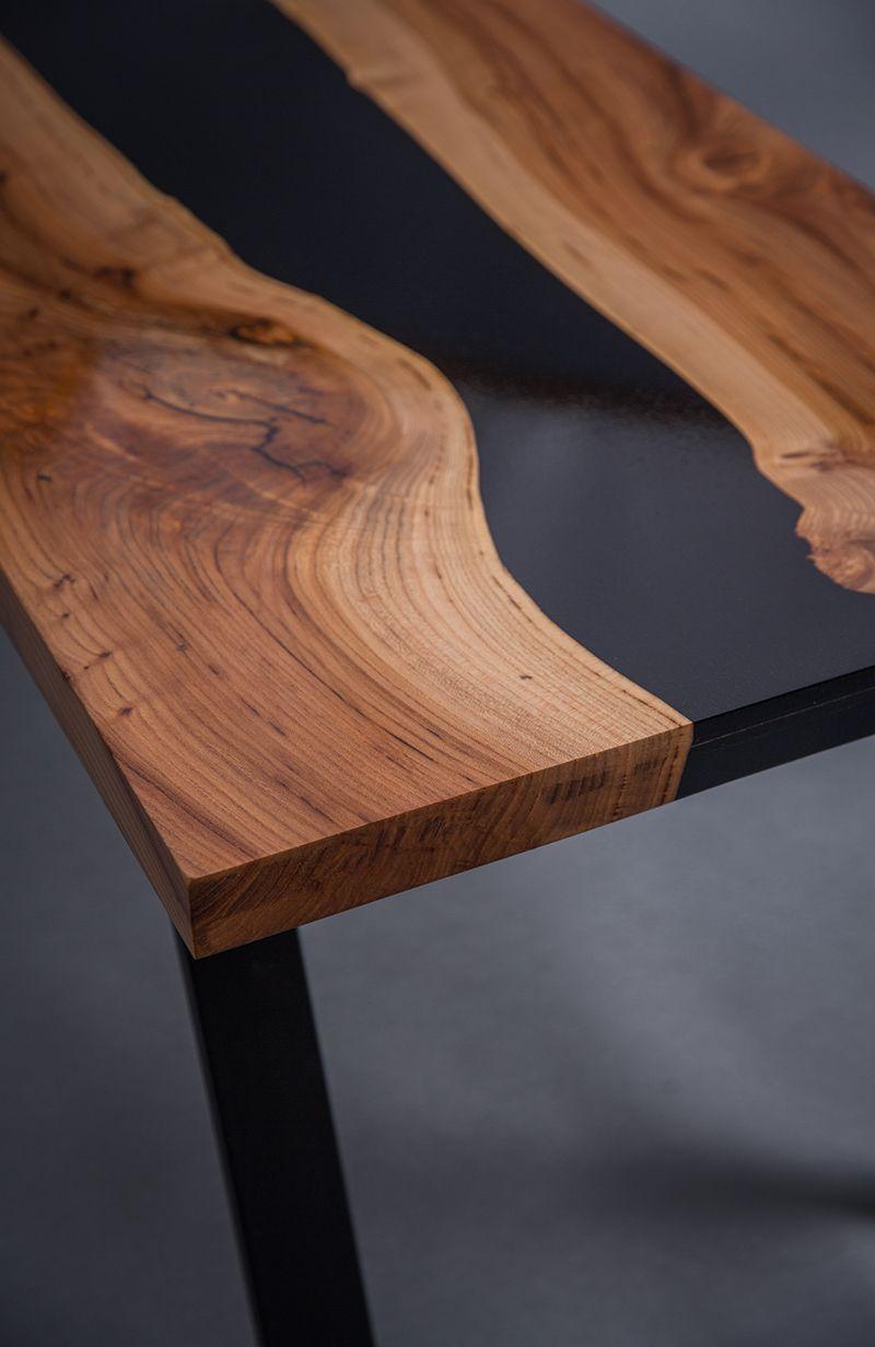 vous pouvez admirer ici une table avec un m lange de bois pr cieux l orme europ en et de. Black Bedroom Furniture Sets. Home Design Ideas