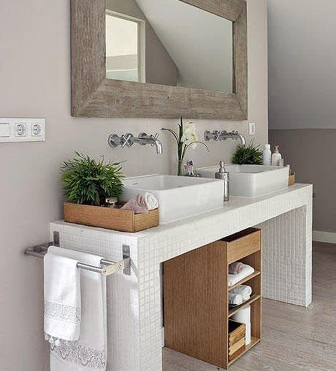 ORDEN NATURAL Los baños con detalles en madera natural ...