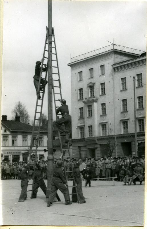 Suurtulipaloharjoitus Lahden tehtailla 1951 #palokunnat #firebrigade #Lahti