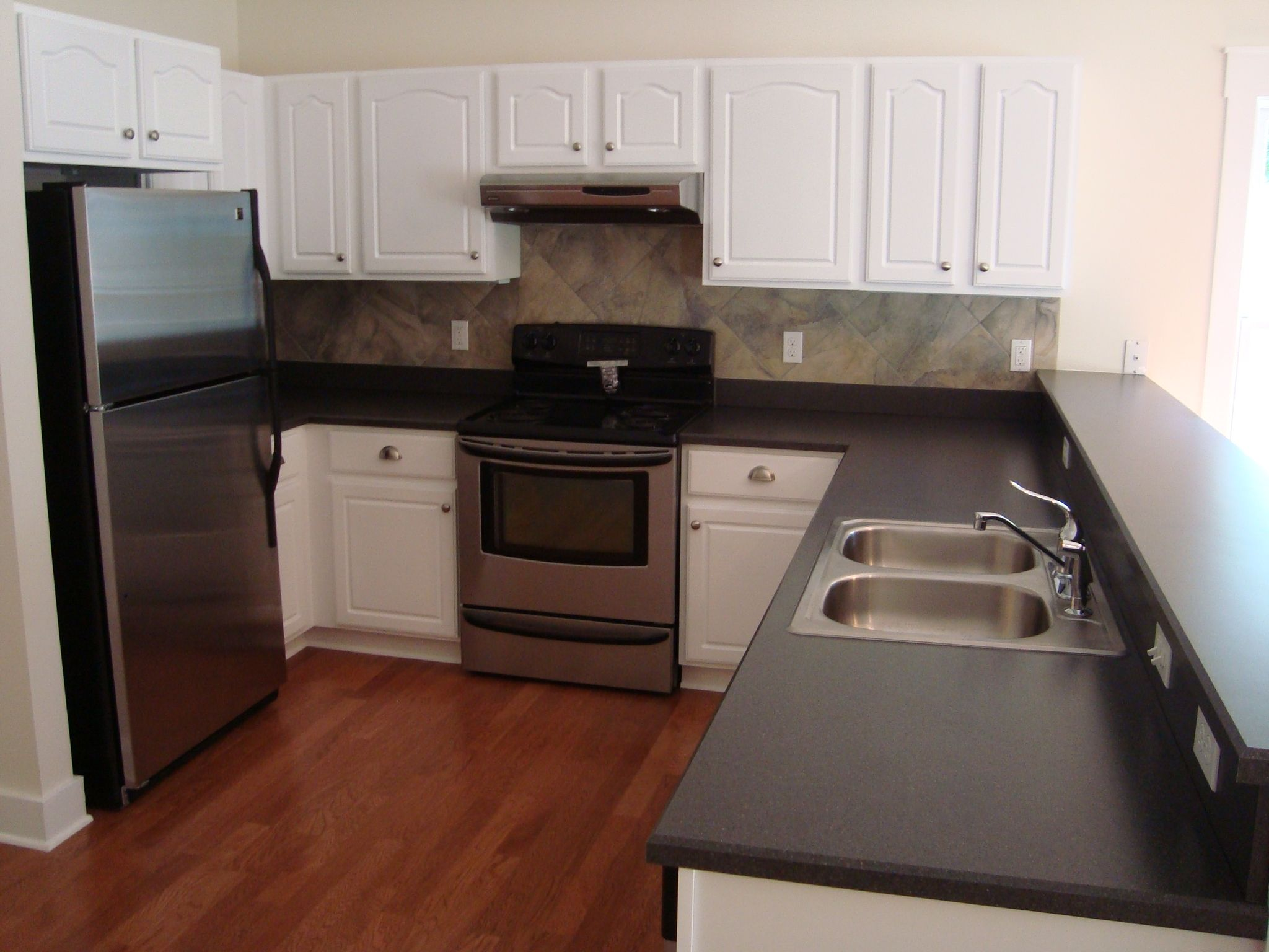 Brown Kitchen Cabinets With White Appliances Love The Slightly Darker Red Tone Floor With The White