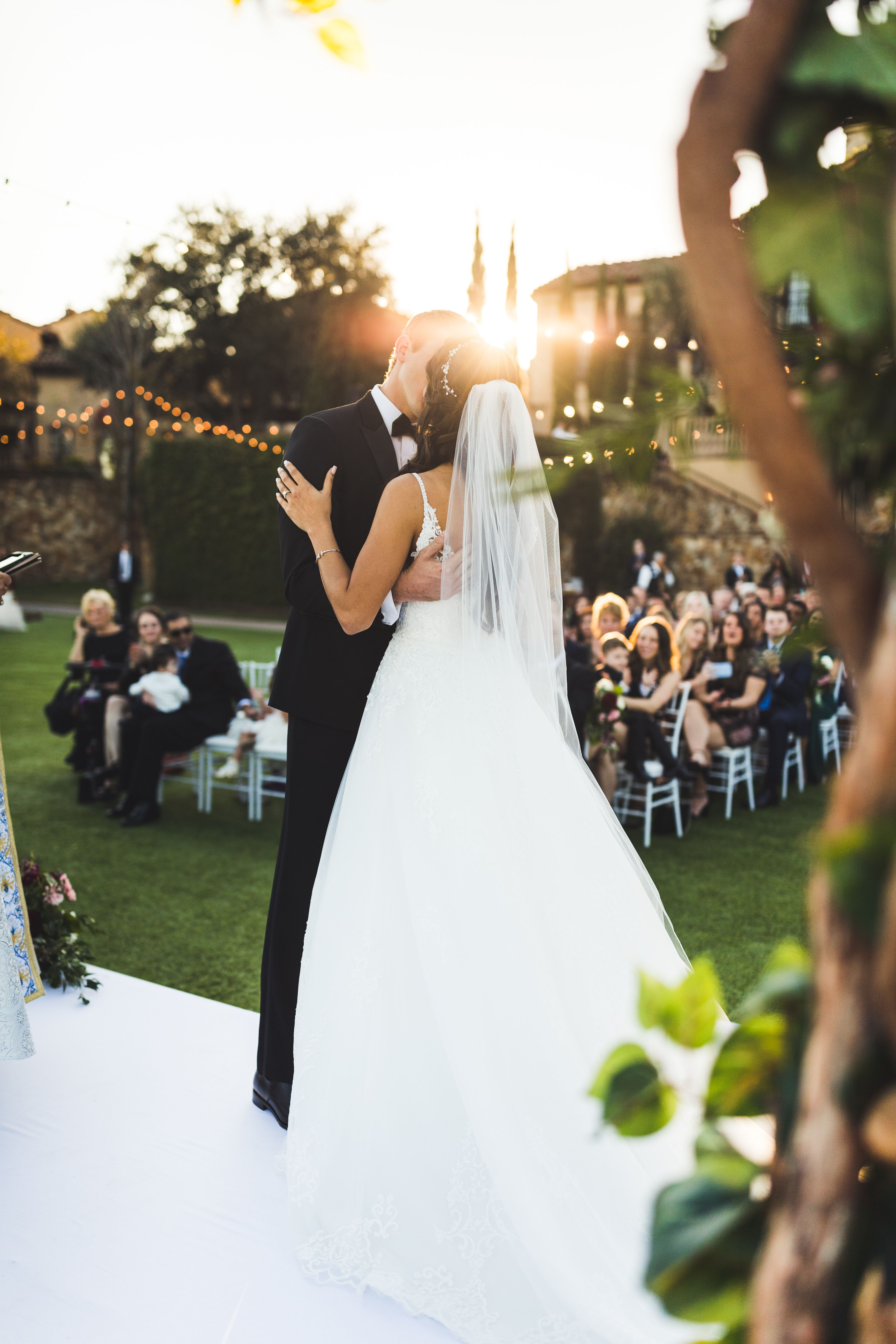 Beautiful Bride And Groom Floral Ceremony In 2020 Orlando Wedding Venues Tuscan Wedding Florida Wedding Venues