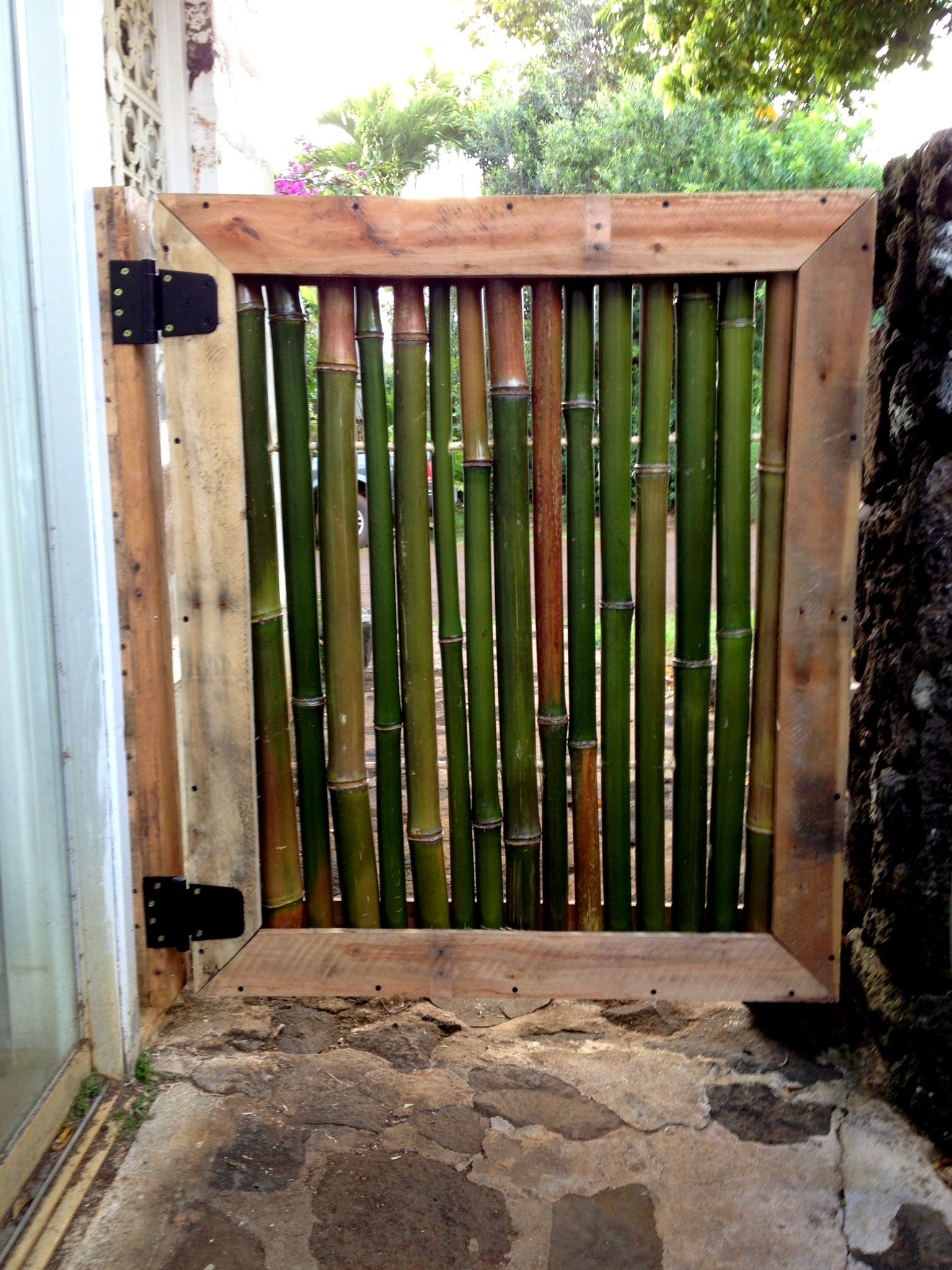 Pallet And Bamboo Courtyard Gate Recycled Pallets Ideas