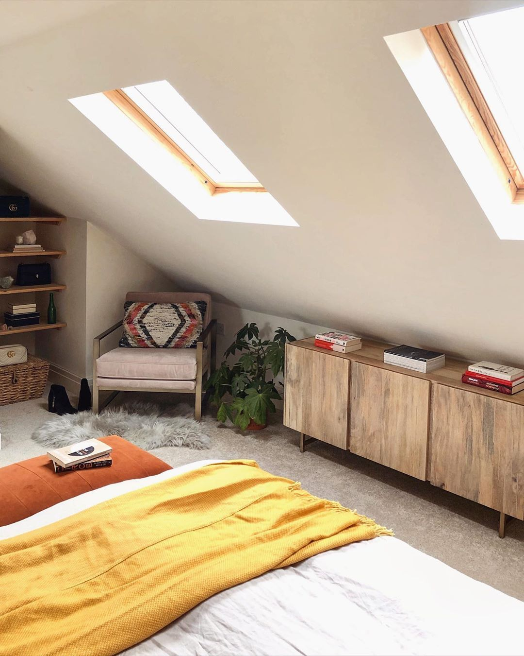50 Cool Attic Bedroom Design Ideas Making Us Want To Move Upstairs Slanted Ceiling Bedroom Low Ceiling Bedroom Sloped Ceiling Bedroom