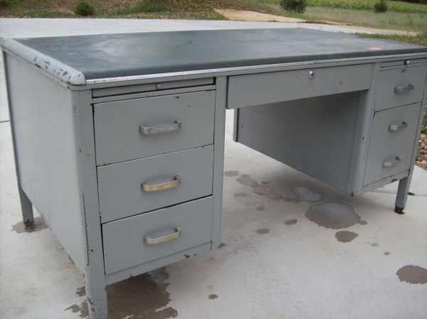 paint distress old metal desks great as buffet or hallway piece rh pinterest com old metal desk lamp old metal desk makeover