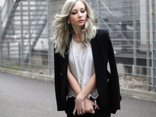 Pastel grey hair <3 Follow @the_profashional on instagram