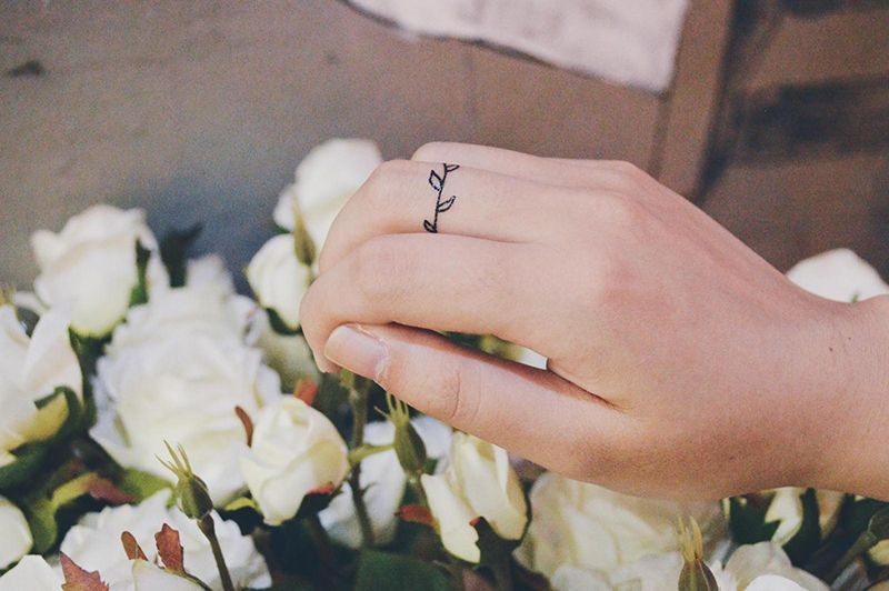 A Small Leaves Ring Tattoo Ivy Vine Tattoo Temporary Tattoos