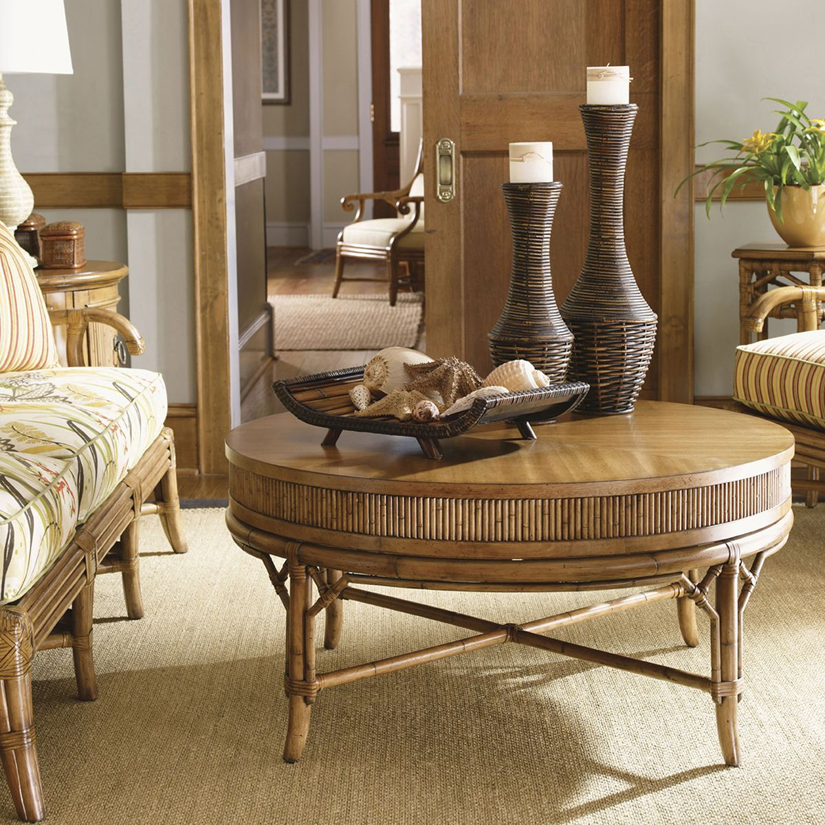 Tommy Bahama Home Beach House Oyster Cove Round Cocktail/Coffee Table