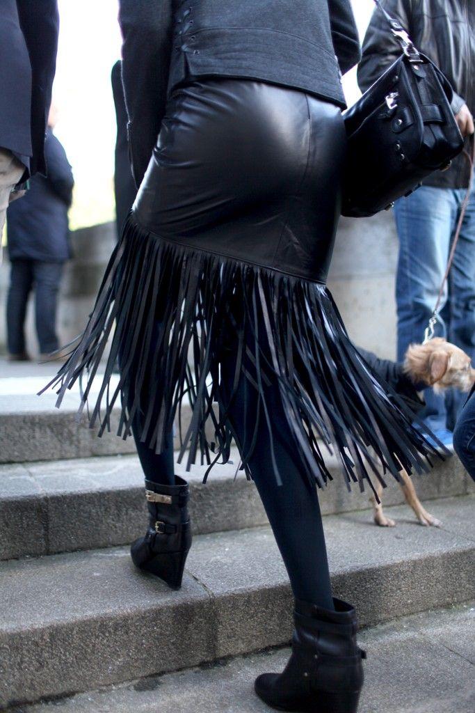 Paris Fashion Week Details in street style. [Photo by Kuba Dabrowski]