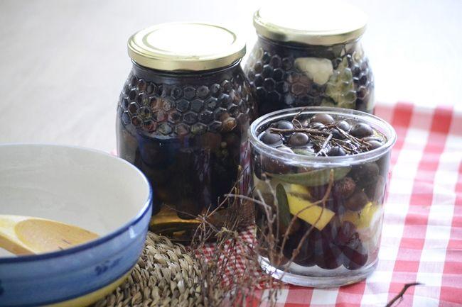 Aceitunas negras en conserva con aceite