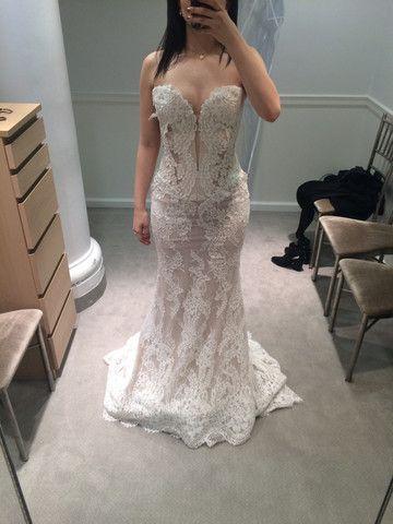 Pnina Tornai 'Alencon Lace' size 4 sample wedding dress - Nearly Newlywed #wedding