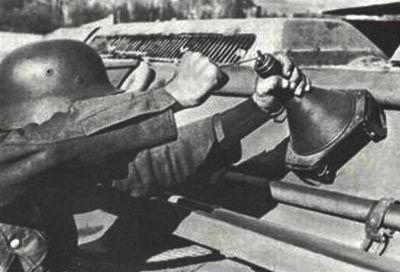 German magnetic anti-tank mine