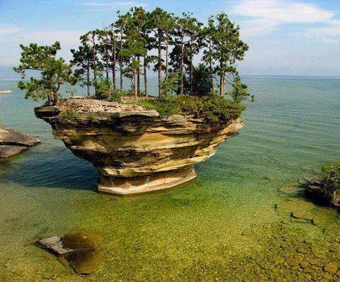 Situada en el lago Huron, cerca de Michigan.EE.UU, se encuentra una formación rocosa bastante peculiar llamada Turnip Rock