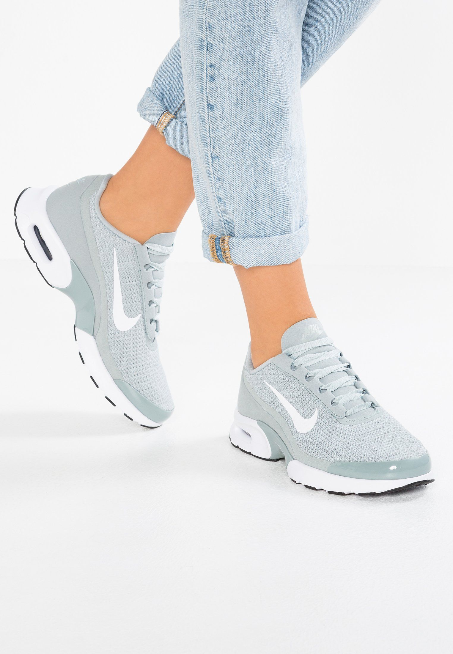 wholesale dealer af7f2 1eee2 Schoenen Nike Sportswear AIR MAX JEWELL - Sneakers laag - light  pumice white black blauwgrijs  € 109,95 Bij Zalando (op 6 03 18).