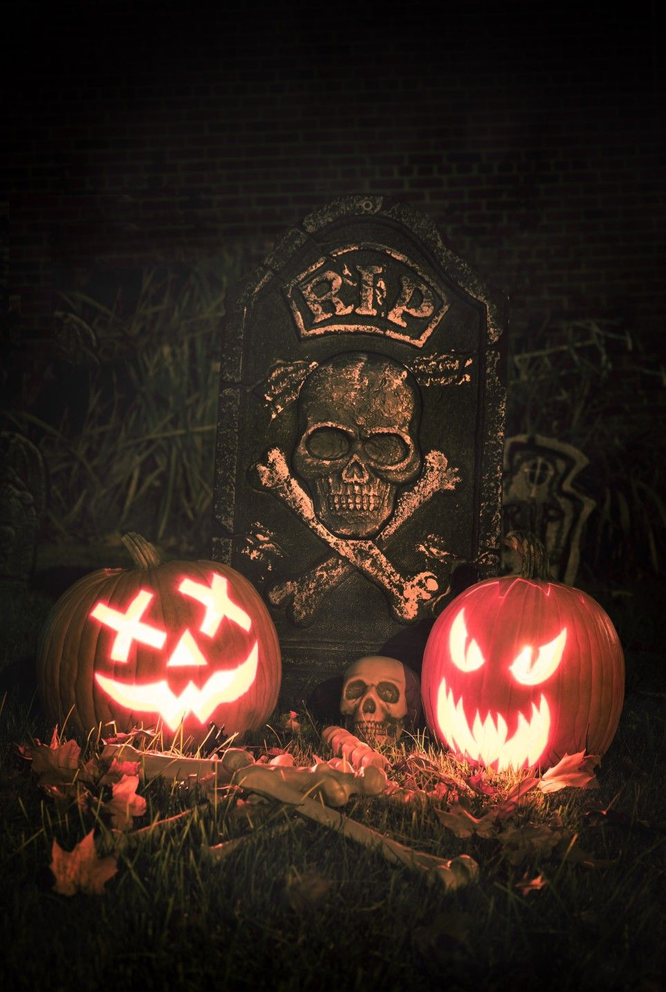 Halloween graveyard decorations with carved jack-o\u0027-lantern - halloween graveyard decorations