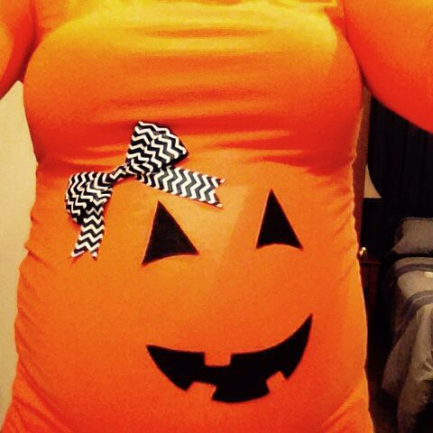 Maternity idea for Halloween, so easy to do. Felt fabric, ribbon, and fabric glue:)
