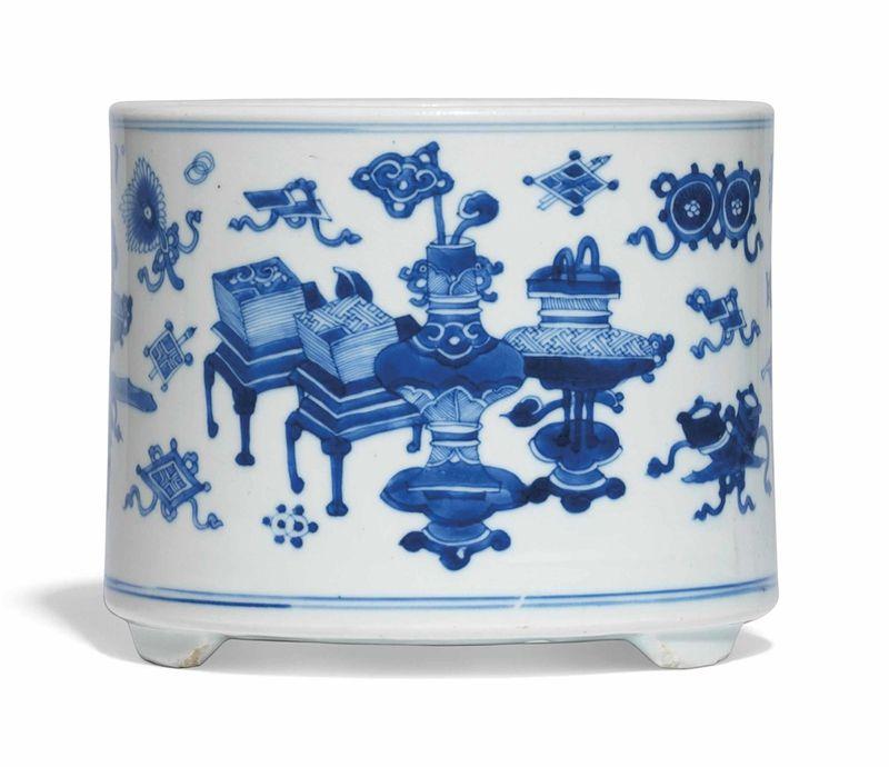 A blue and white brushpot, Kangxi period (1662-1722)