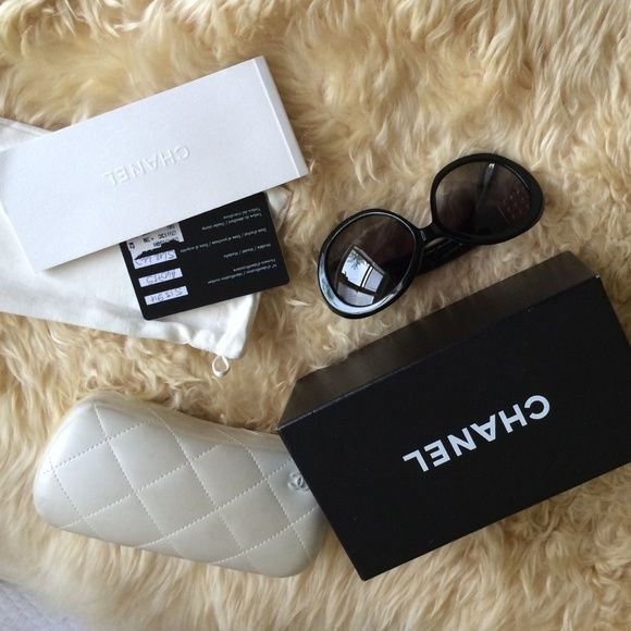 7ea70bbc778 Chanel Collection Perle sunglasses La Perle Collection  This is an  authentic pair of CHANEL Pearl Sunglasses 5159H in Black. These stylish  sunglasses have a ...
