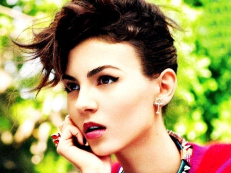 7 #Makeup Tips for #Latina Skin Tones ... → Makeup [ more at http://makeup.allwomenstalk.com ]  #Tones #Skin #Copper #Peach #Tips
