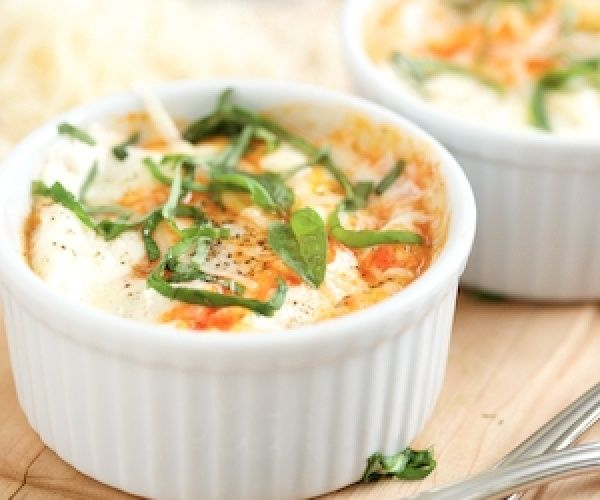 Saucy Italian Baked Eggs - and easy, healthy breakfast perfect for the weekend!