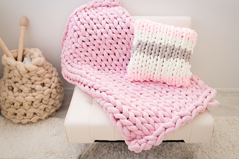 BeCozi Tube yarn blanket make one yourself with our Tube