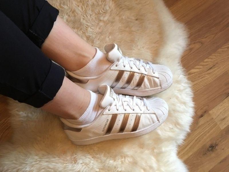 Adidas Superstar goldene Kappe Kleiderkreisel