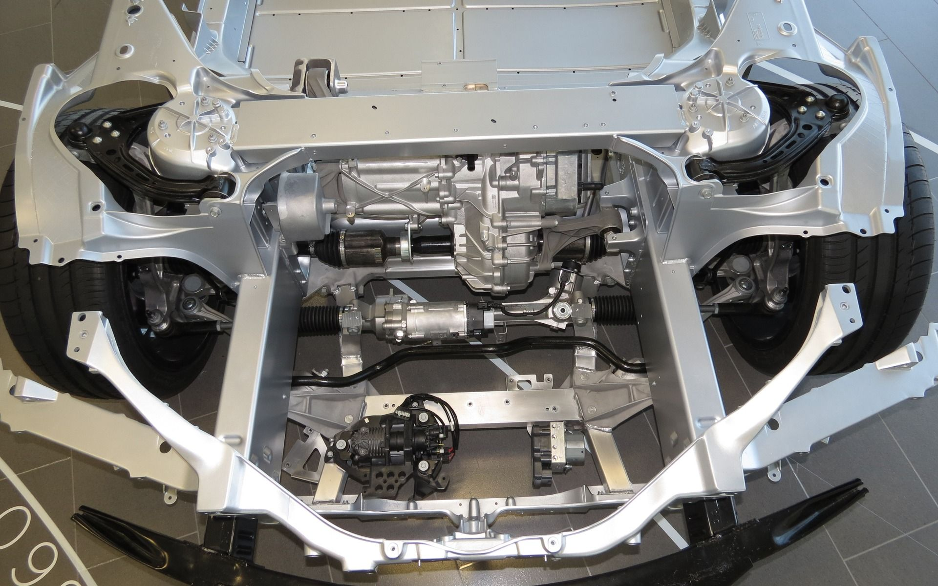 Awd Electric Car >> The Front Electric Motor In The Awd Model S Nestles Between The