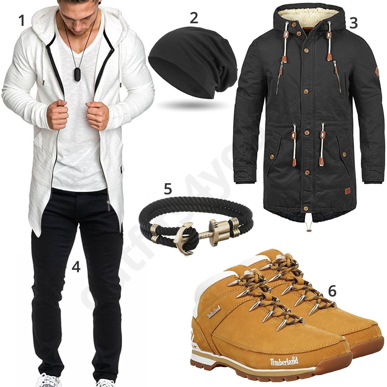 Herrenoutfit mit weißem Hoodie, schwarzer Jeans und Parka