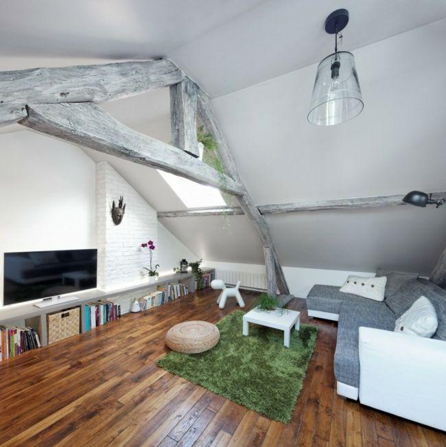 Entzuckend Graues Interieur Schickes Wohnzimmer Auf Dem Dachgeschoss Freigelegte Balken