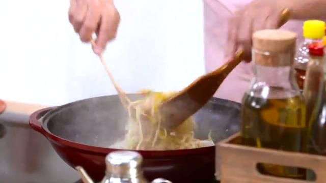 How to stir fry martin yans asian favorites chickensesame stir how to stir fry martin yans asian favorites chickensesame stir fry pinterest stir fry prawn stir fry and asian food channel forumfinder Image collections