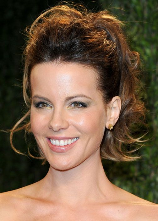 Pin By Michael Tost On Kate Beckinsale Frizzy Wavy Hair Hair Puff Wavy Hair