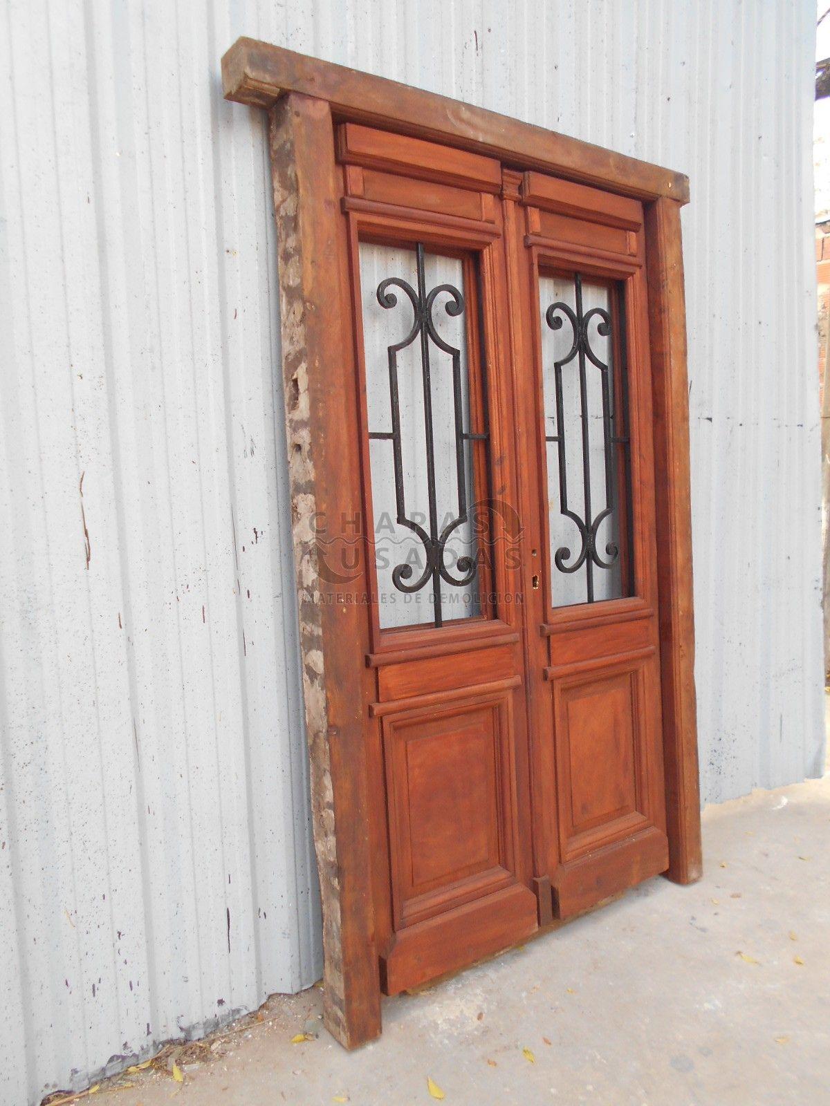 Puerta de frente en madera antigua de cedro con rejas de for Puertas usadas de madera