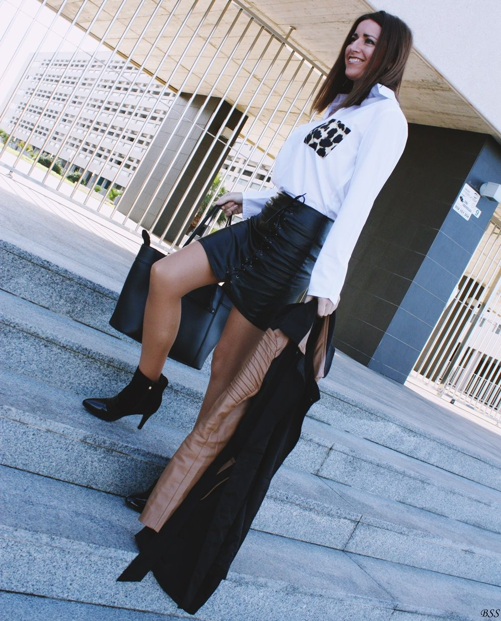 www.streetstylecity.blogspot.com Fashion inspired by the people in the street ootd look outfit sexy skirt miniskirt leather heels