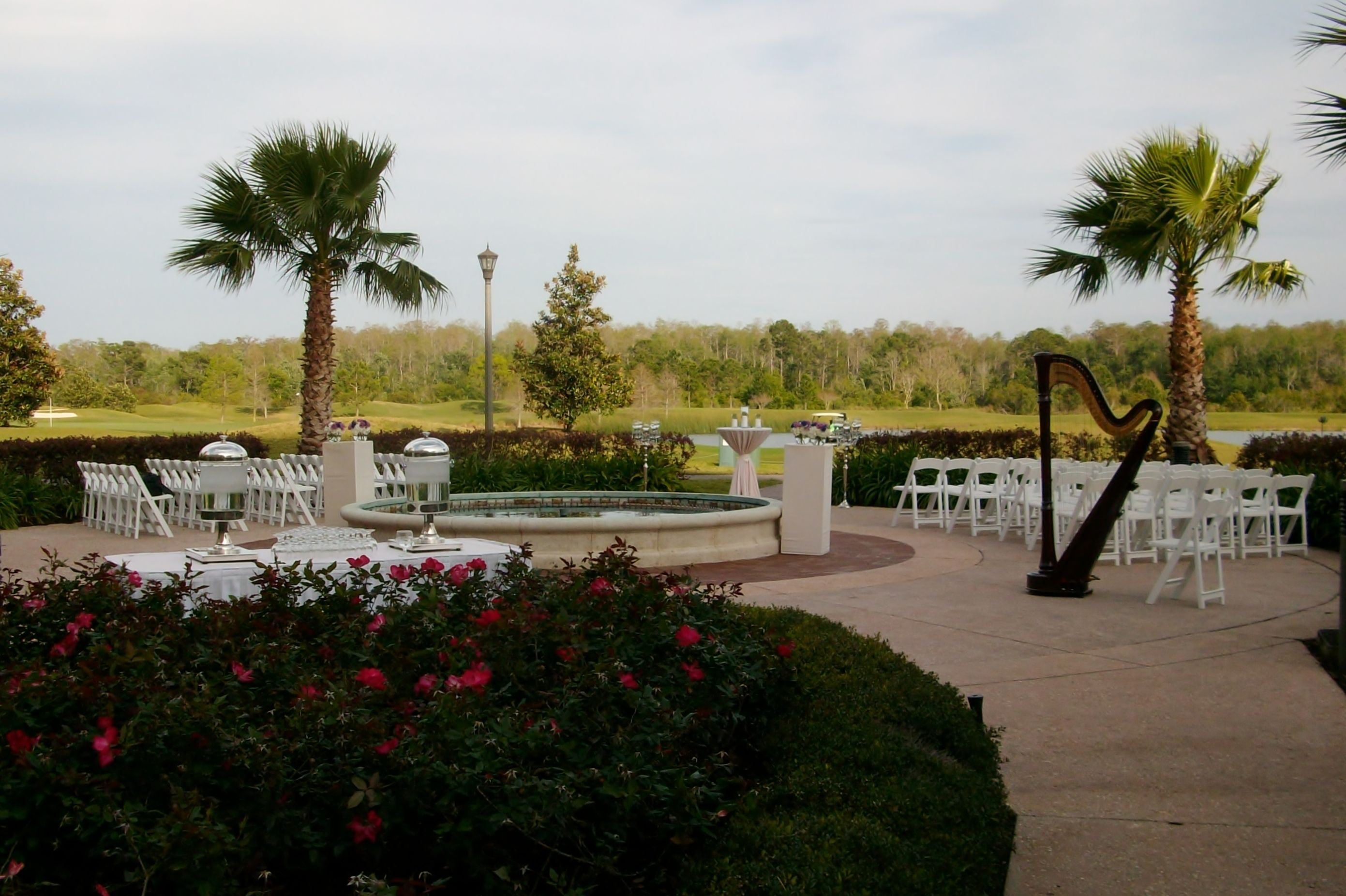 Osceola courtyard wedding ceremony location at rosen shingle creek with rose garden fountain for The fountains palm beach gardens