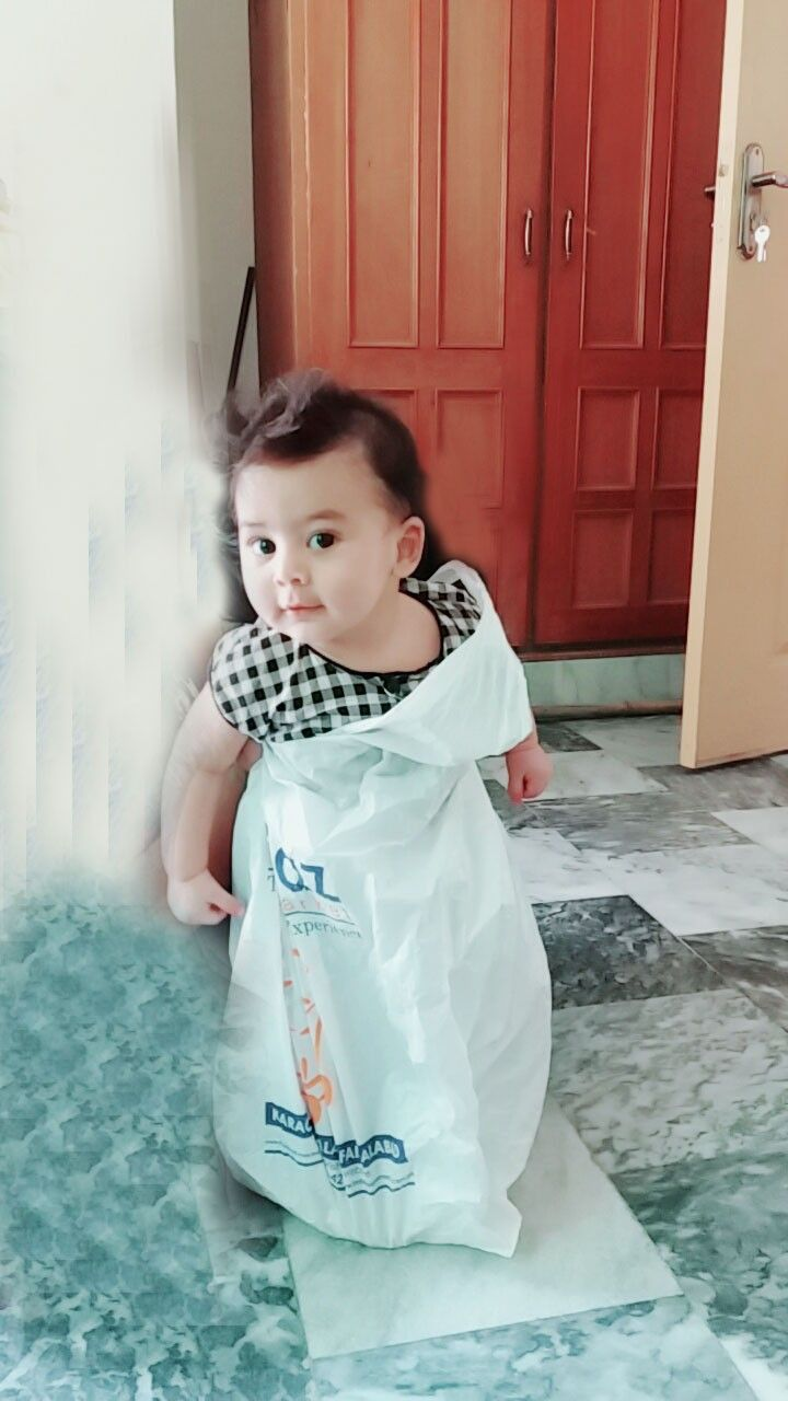 d2500b664 Cutest Babies Ever · Cute Boys · This kid you can see what he wear and he  wear this plastic bag by himself