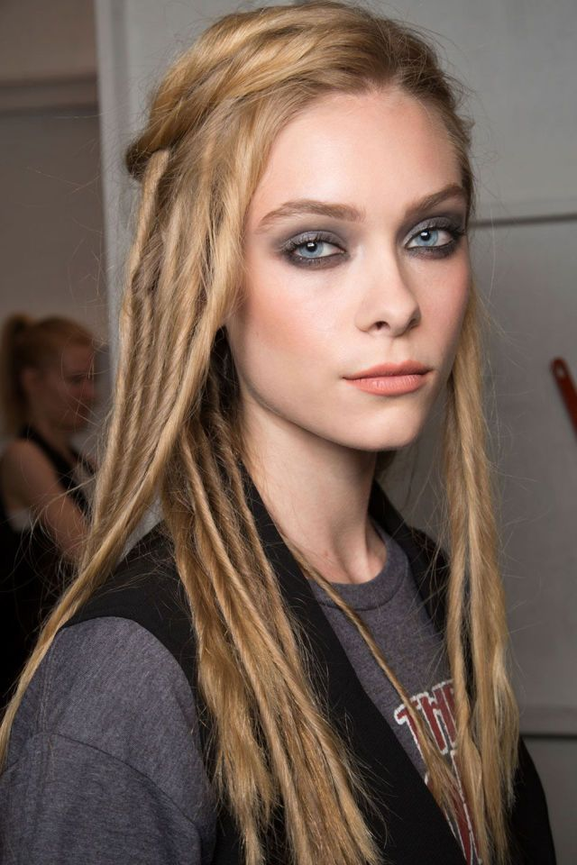 Backstage Beauty Report Grunge Party Girls At Marc Jacobs Runway Hair Long Hair Styles Cool Hairstyles