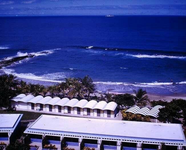 Playa del Hotel Macuto Sheraton. Año de 1960.