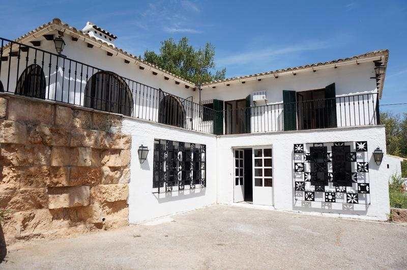 Herrenhaus mit 500m² Wohnfläche großer Terrasse & Weinkeller