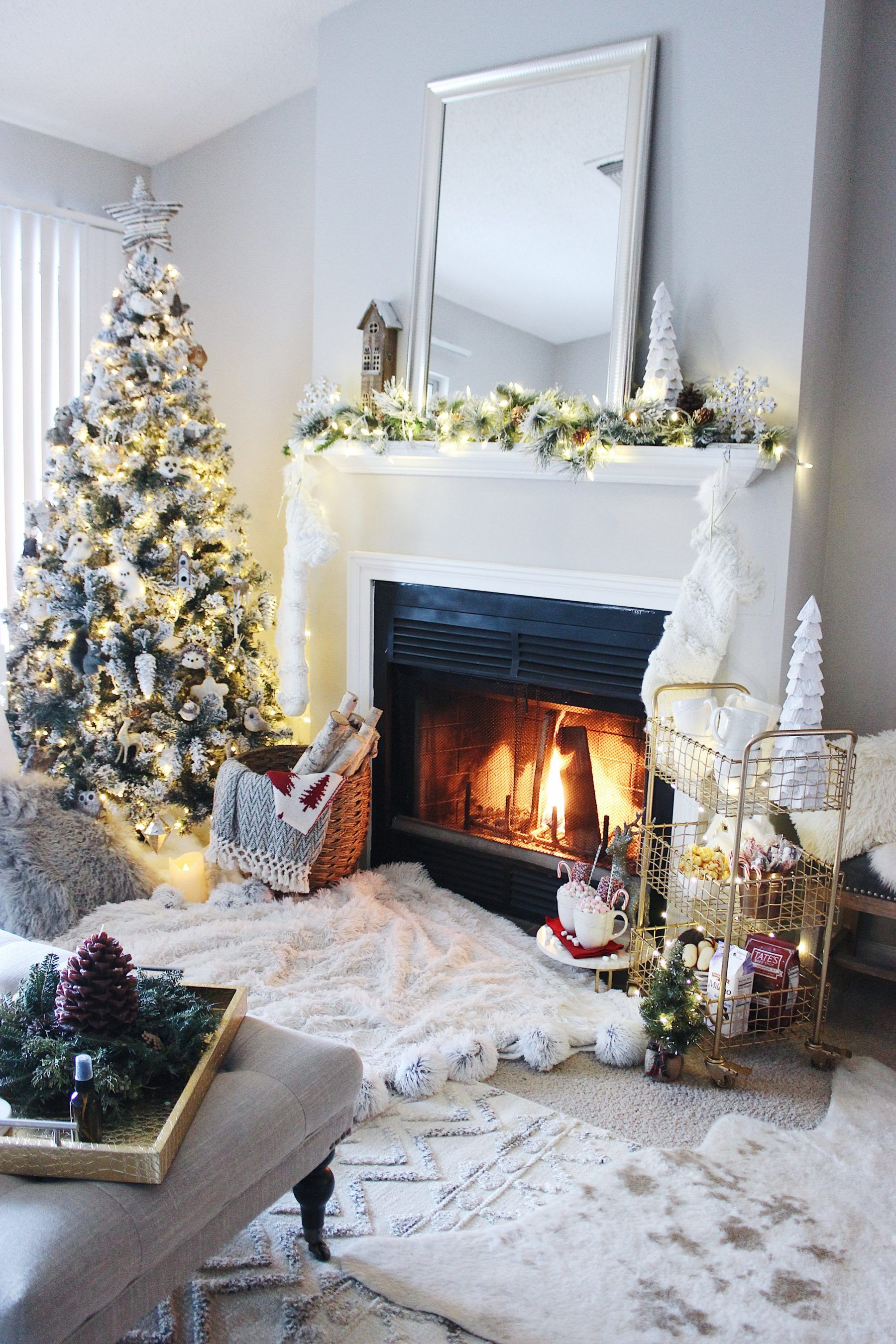 Holiday Mantel Decor done right. Here are my best tips to ...