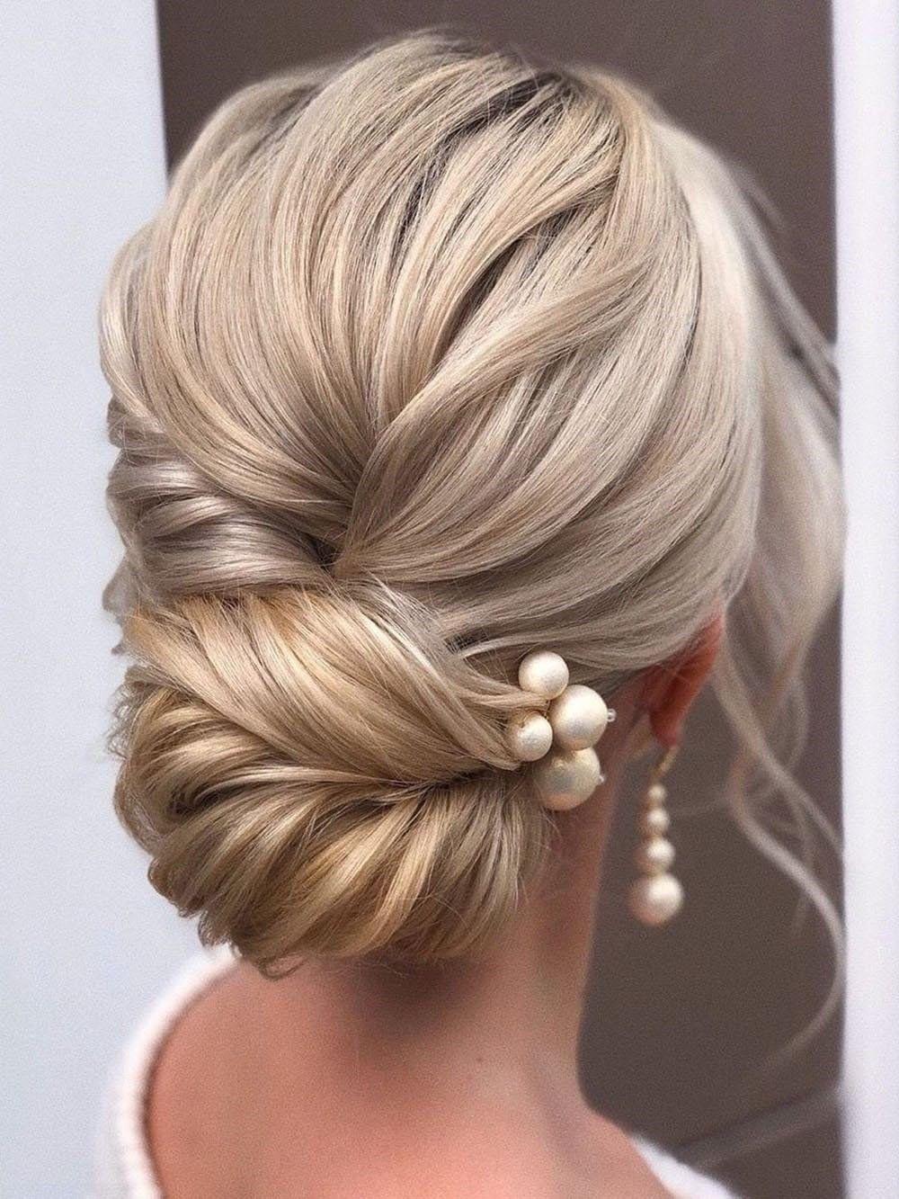 60 Elegant Christmas And New Year Eve Prom Hairstyles Romantic Wedding Hair Bride Hairstyles Hair Styles