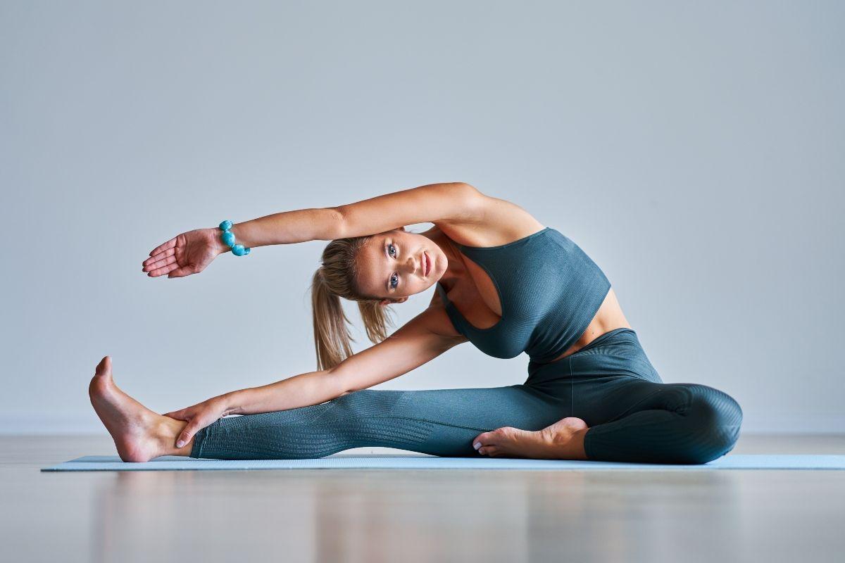Risveglio Muscolare Per Fare Il Pieno Di Energia Melarossa Nel 2020 Muscoli Esercizi Per Addominali Yoga In Casa