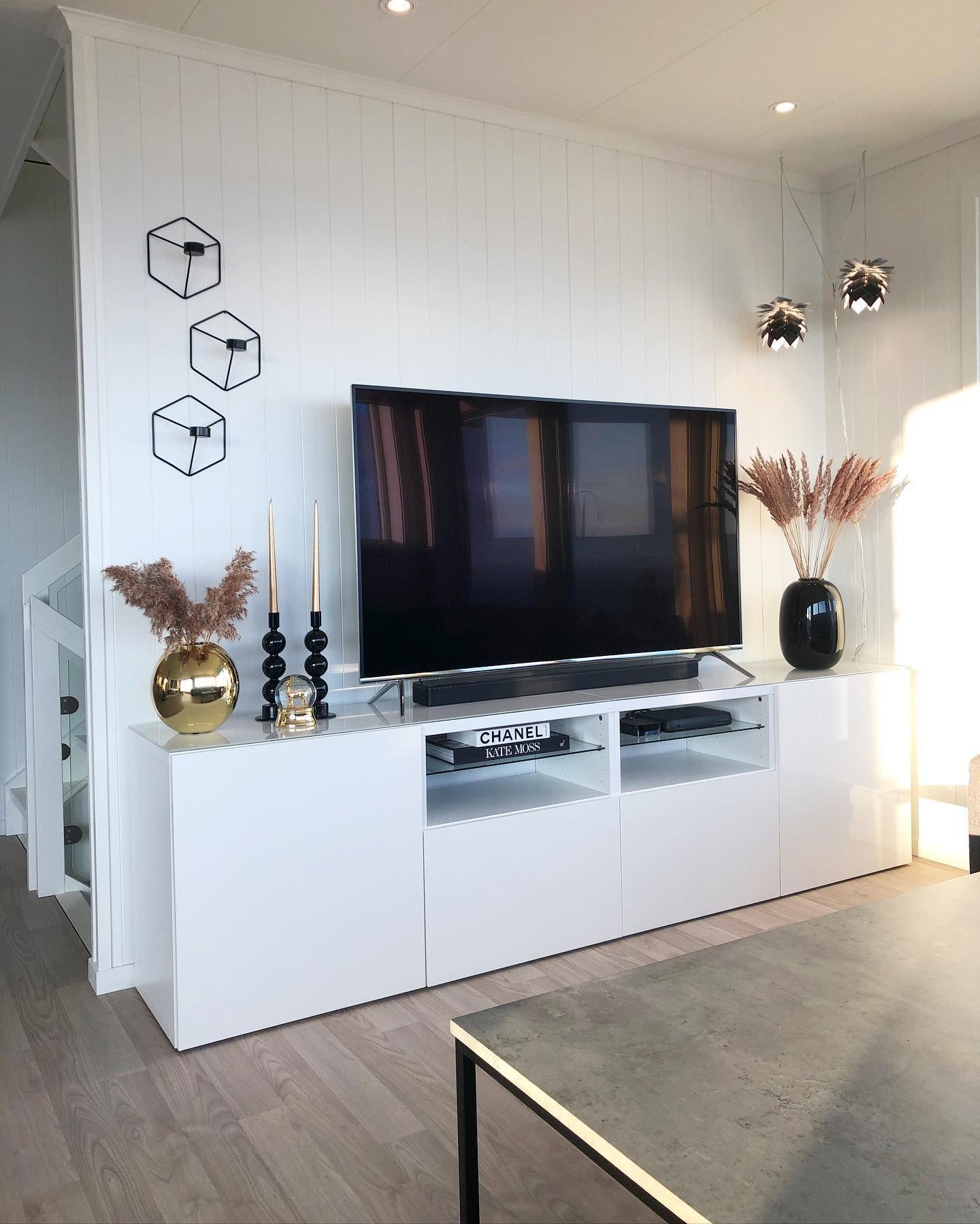 God kveld i stua 💫~~~~~~~~~~~~~~~~~~~~~~~~~~~~~~~~~ #interiør#interiørdesign #interior #rom123 #interiör #interiors #interiorinspo #fosnafolket #interiordesign #finahem #finahem #norgesinteriør #livingroom #bolig #livingroominspo #fashionforall #maisoninterior #delmeg #stue #interior125 #norskehjem #inredning #design #myinterior #homeadore #gullfjæren #gullfjæren_fargerik #gullfjæren_klassisk #herligehjem #vakrehjem @boligpluss @interior4all @interior4inspo @interiorblink @boligmagasinetdk @hom