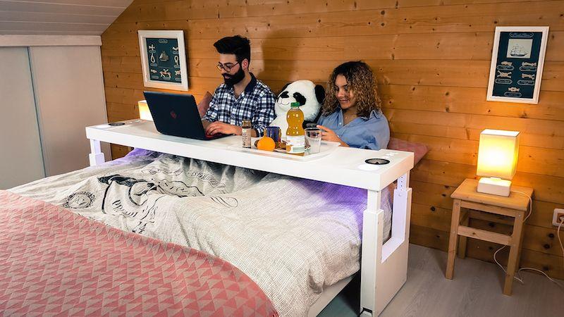 Bedchill Une Impressionnante Table De Lit Multifonction Innovation Bientot Disponible En Precommande Sur Kickstarter V Table De Lit Plateau Lit Lit Design